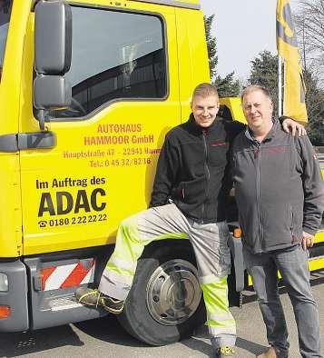 Jan Redmann (links) und sein Vater Klaus Bütow sind bei ihrer Arbeit fürs Autohaus Hammoor ein eingeschworenes Team und arbeiten Hand in Hand Foto: cs
