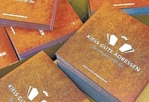 Das GUTE BUCH ist kostenlos bei allen Mitgliedern von KIELS GUTE ADRESSEN erhältlich. FOTO: HFR