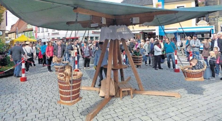 Gehört inzwischen fest zum Korbmarkt: das beliebte Korb-Karussell aus der Schweiz.