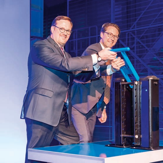 Andreas Scheuer and Bernard Krone pull the lever Image 1