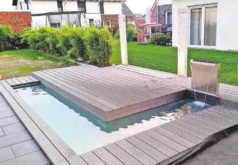 Auch diesen künstlichen Teich mit Terrasse und Unterwasserbeleuchtung haben Jens Leonhard und sein Team entworfen, gebaut und installiert.