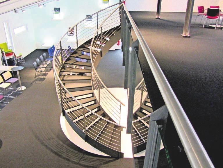 Der Treppenbau ist seit jeher ein wichtiges Standbein des Unternehmens gewesen. Jede Treppe wird nach Maß und Kundenwunsch gefertigt und ist somit stets ein Unikat.