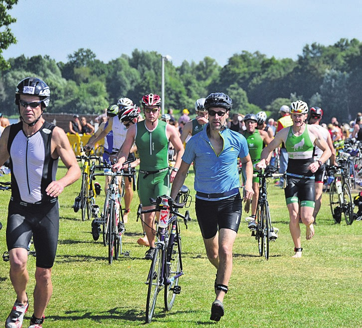 Heute startet der Triathlon mit neuer Radstrecke. Foto: Archiv