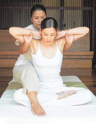 Voller Körpereinsatz bei der Thai-Massage ISTOCK//IMAGE SOURCE