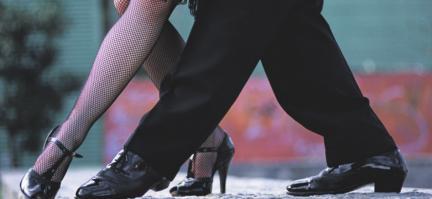 Der Tanz ist die Wiege des Kusses Image 3