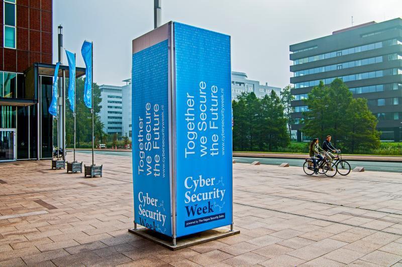 """""""Wir brauchen Konferenzen über Internetsicherheit!"""" Image 3"""