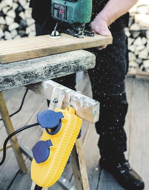 Für vielerlei Heimwerker- und Gartenarbeiten sind elektrische Werkzeuge unerlässlich. Foto:djd/Hugo Brennenstuhl/Fototgrafie von Engels