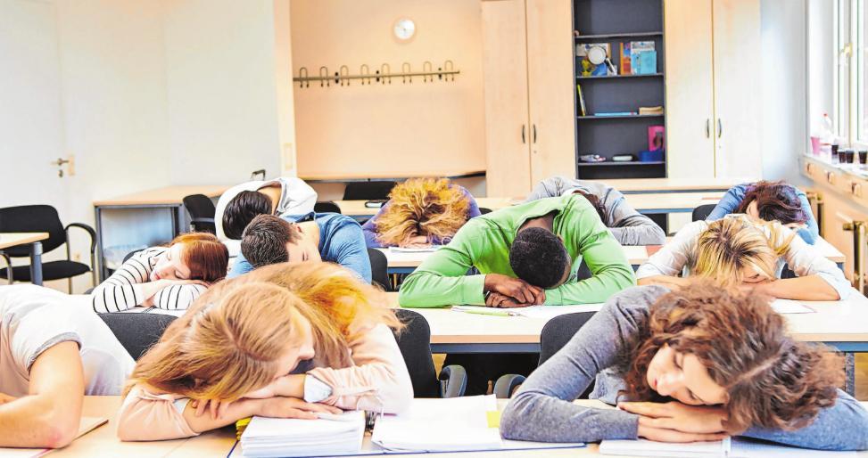 Wenn die innere Uhr morgens um zehn Mitternacht zeigt … So dramatisch wie auf diesem Foto geht's in den Klassenzimmern allerdings eher nicht zu. Foto: Shutterstock