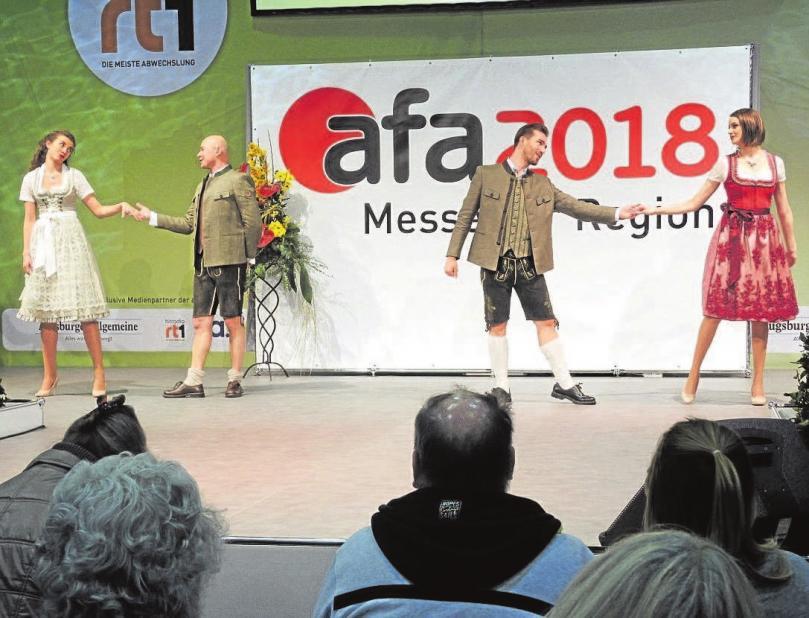 Auf der Showbühne wurde Mode und noch viel mehr geboten.