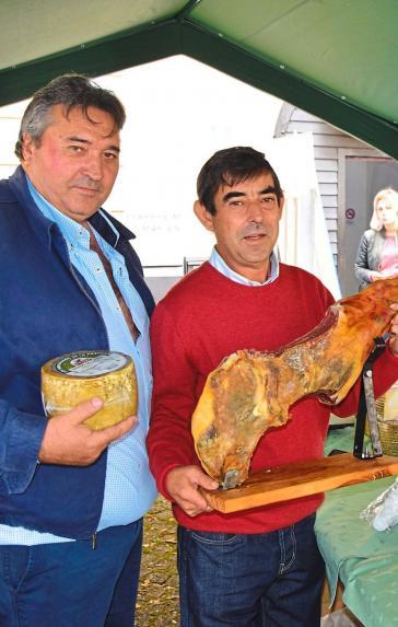 Auch spanische Spezialitäten aus dem Naturpark Sierra Maria los Velez sind auf dem Eichstätter Markt zu finden. Dazu zählen würziger Käse sowie Fleisch- und Wurstprodukte.