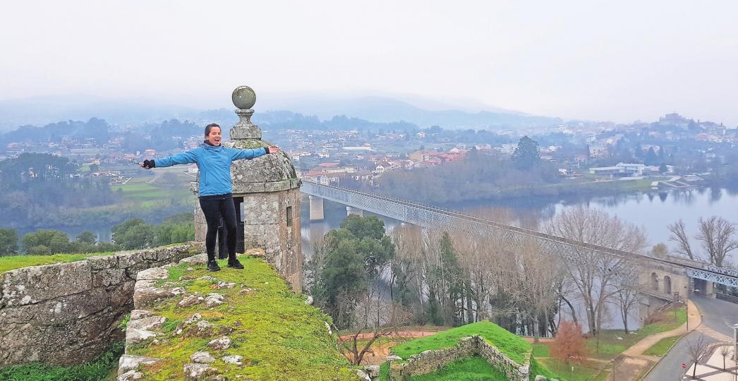 Blick auf Spanien: Michaela Gebauer vor der atemberaubenden Kulisse von Tui. PRIVAT