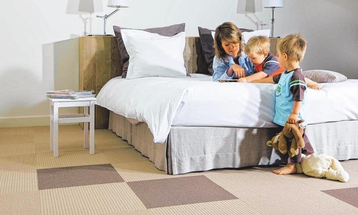 Tolle Wohnidee: Farben und Strukturen der Teppichfliesen erlauben beim Verlegen eine grenzenlose Kreativität. FOTO: KNUTZEN
