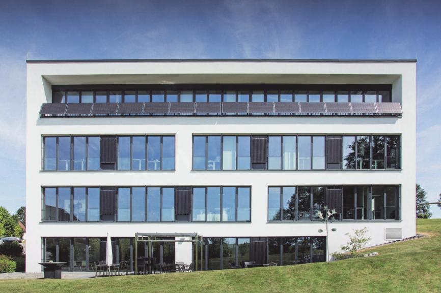 Das Bürogebäude der IB Sulzer in Vogt ist hochmordern und dient als Vorzeigeobjekt gegenüber Kunden in Bezug auf Energieeinsparung und Gebäudeautomatinn.