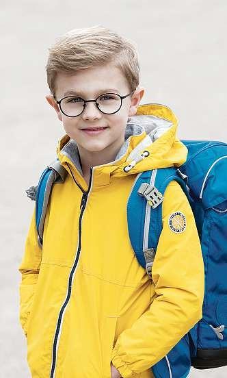Sicherheitsreflektoren und leuchtende Kleidung tragen zur besseren Sichtbarkeit der Kinder im Straßenverkehr bei. FOTO: FIELMANN