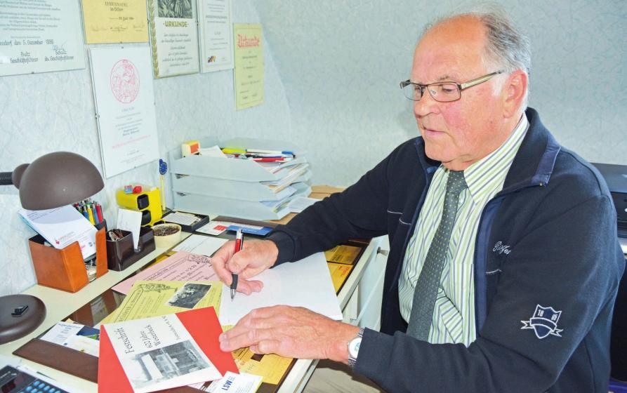 Martin Milkereit ist dabei, seine ganzen Geschichten aufzuschreiben.