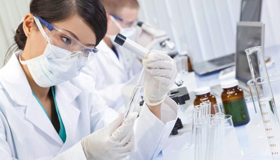 In Reinräumen und Labors ist Transparenz entscheidend: Alle Gewerke müssen überwacht, gesteuert und optimiert werden. © Siemens AG