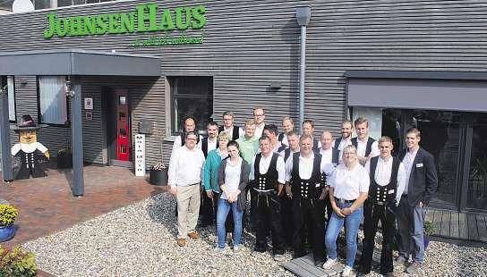 Das Johnsen-Team steht am Tag der offenen Tür mit Rat und Tat zur Seite Foto: pr