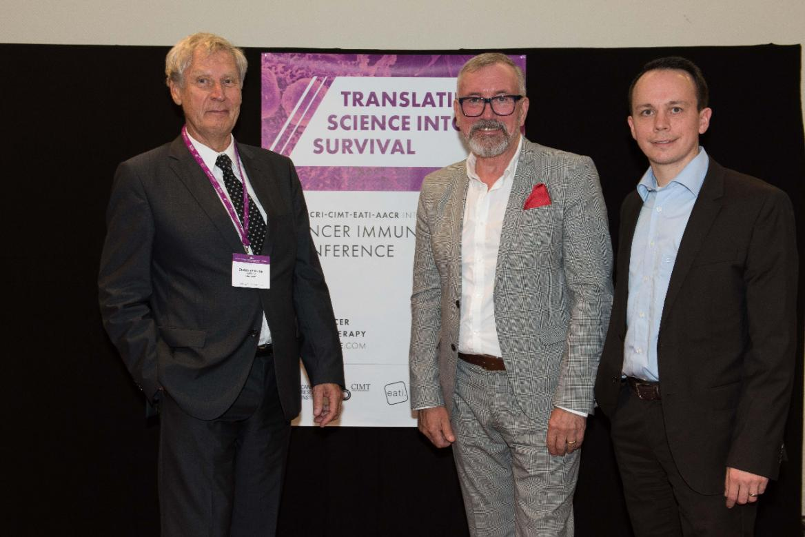Prof. Christoph Huber und August Moderer (Mitte): eine lange und vertrauensvolle Zusammenarbeit.FOTO: CIMT