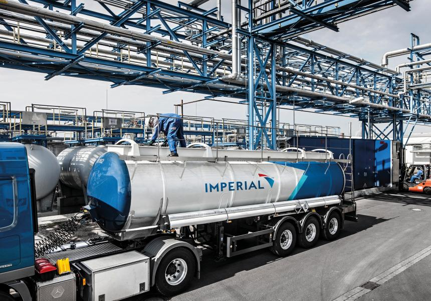 Liquid goods transports are also part of the service portfolio on the road.