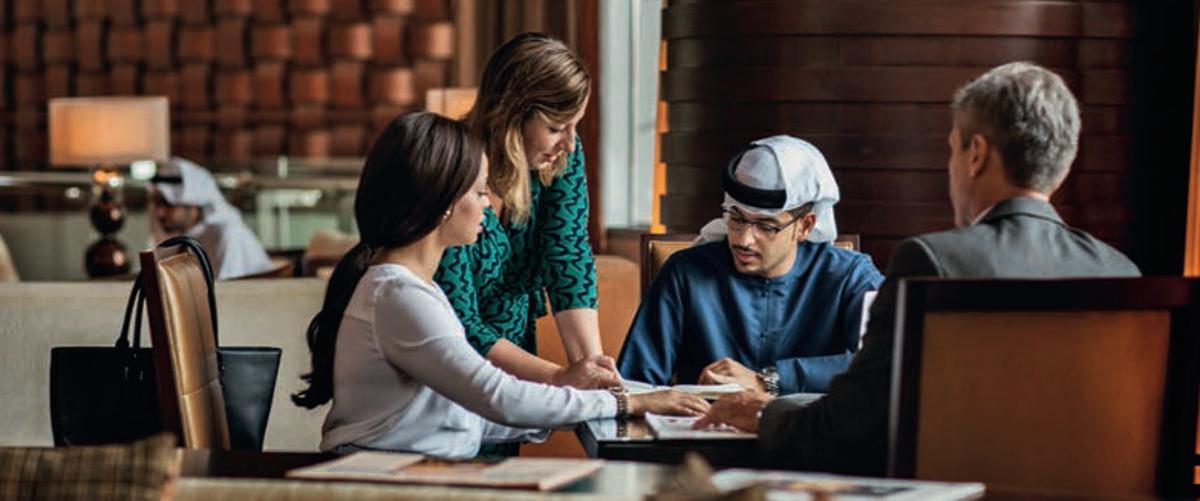 Dubai ist weltoffen für alle Kulturen und liegt an der Grenze zwischen Ost und West.