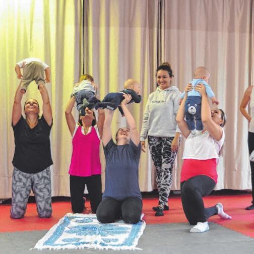 """Das Angebot der Sportschule Laupheim ist vielfältig und umfasst neben den Kursen """"Bonsai Kids"""", """"Fit dank Baby"""" und """"Babygym"""" auch Kickboxen für Kinder und Jugendliche (von rechts unten nach links oben).FOTOS: SON/PRIVAT"""