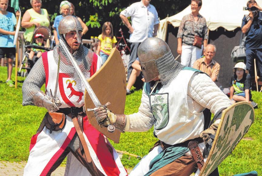 Der Showkampf der Ritter der Flochberg ist am Samstag um 18 Uhr zu erleben. FOTO: SCHEIDERER