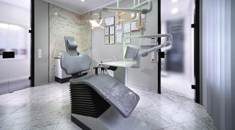 In den Behandlungszimmern steht modernste Technik zur Verfügung.