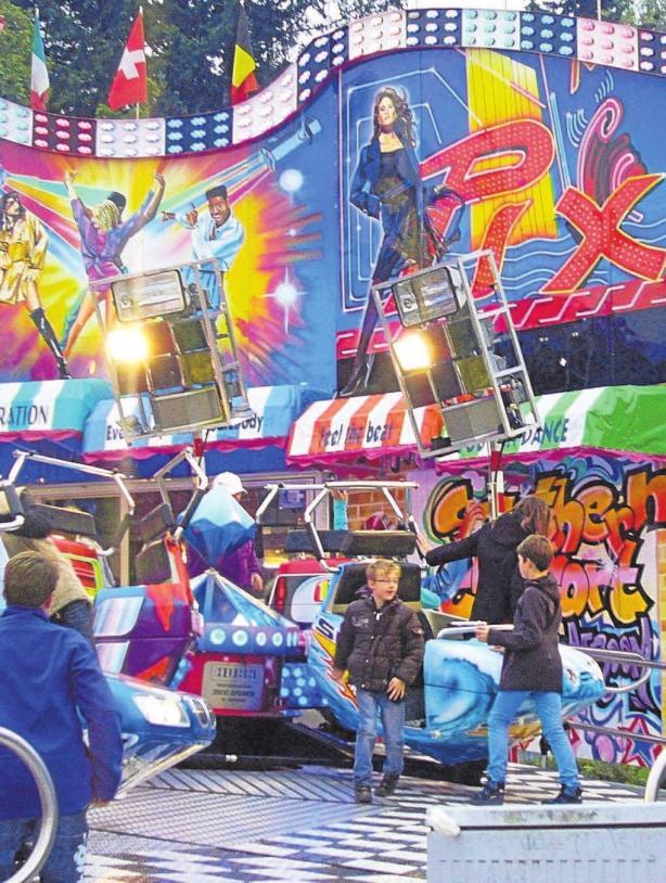 Im Vergnügungspark können sich die Kinder nach Lust und Laune austo- ben, während die Eltern das Angebot auf dem Michaeli-Markt erkunden. Foto: Ingrid Küchle/Archiv