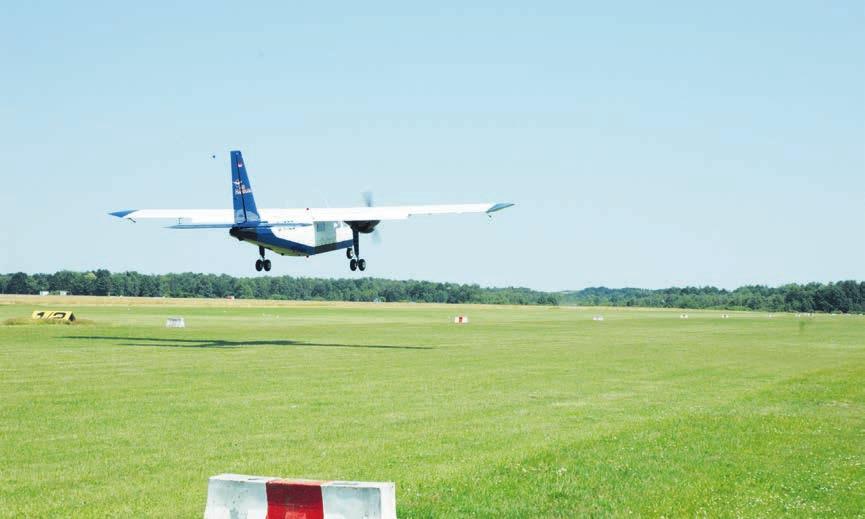 Vom Flugplatz Uetersen/Heist kann man auch zu Rundflügen über die Marsch und Geest starten, um die eigene Heimat aus der Vogelperspektive zu betrachten Foto: Kuno Klein