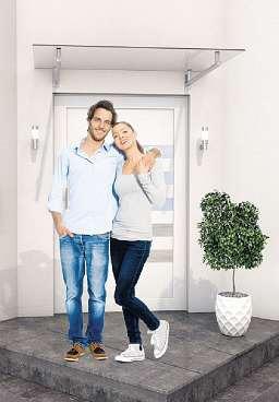 Ein Vordach in ansprechendem Design prägt wesentlich den ersten Eindruck, den das Zuhause etwa bei Besuchern hinterlässtFoto: djd/Gutta Werke