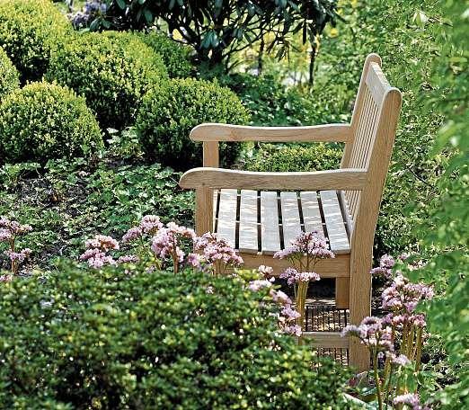 Oskar Petersen kreiert Gärten in einem harmonischen Zusammenspiel von Farben und Formen sowie Material und Pflanzen. FOTO: HFR