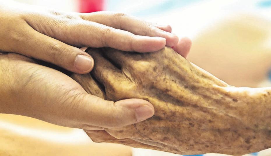 Oft wissen Angehörige nicht, dass sie ein Anrecht auf Kostenübernahme von Pflegemitteln haben. FOTO: R