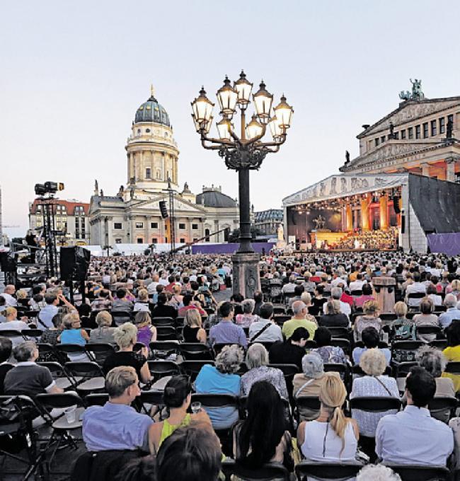 Weltstars und Nachwuchskünstler verwandeln den Gendarmenmarkt wieder in Berlins schönste Bühne Image 1