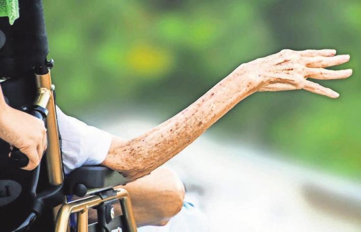 Institutionen aus der Region helfen bei der Betreuung von zu Pflegenden. FOTO: R