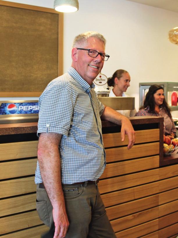 Auch vom Service im BadeLand-Restaurant ist Uwe Winter angetan.