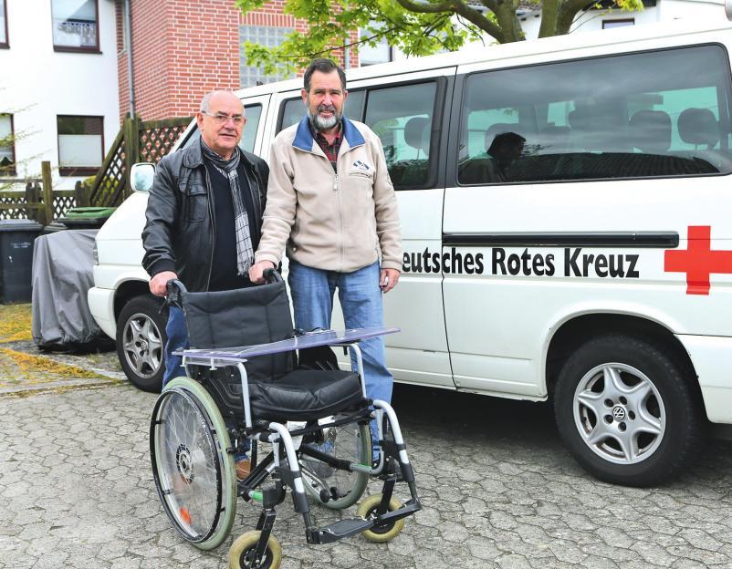 Gerhard Kupka (r.) ist seit Jahrzehnten unermüdlich im DRK Vorsfelde aktiv.