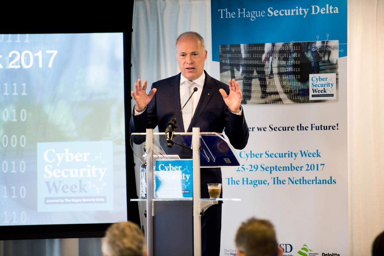 """""""Wir brauchen Konferenzen über Internetsicherheit!"""" Image 2"""