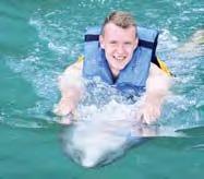 Besonders viel Spaß hatte Leipzigs Lukas Klostermann auf Jamaika beim Schwimmen mit Delfinen.