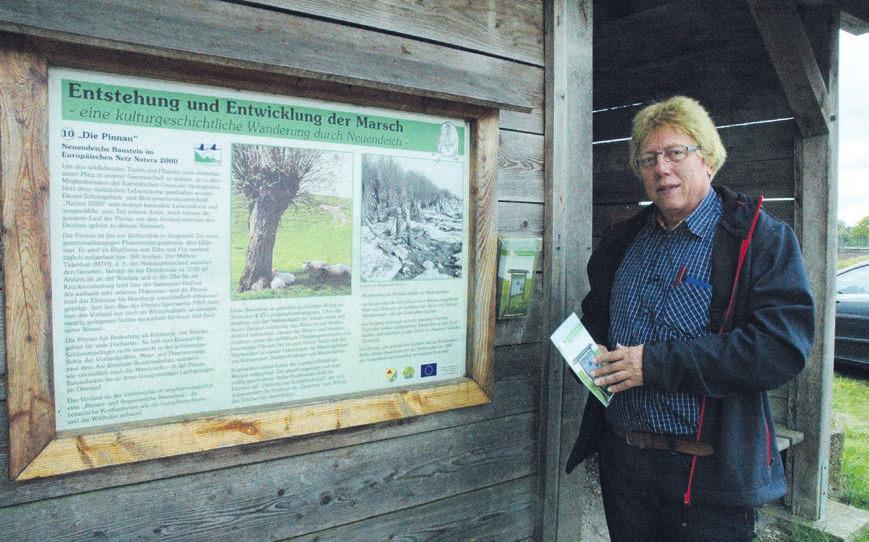 Neuendeichs Bürgermeister Reinhard Pliquet freut sich, dass der kulturhistorische Wanderweg durch seinen Ort so gut angenommen wird Foto: Kuno Klein