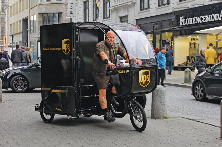 """The """"Movr"""" cargo bike has a powerful electrical drive unit and can go as fast as 25 kilometres per hour. A starting aid and reverse mode permit easy handling in city traffic."""
