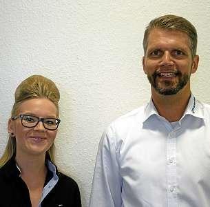 Ronja Peters, Junior Projektleiterin, und Andreas Wätzig, Senior Projektleiter, betreuen ihre Mitarbeiter persönlich und individuell. FOTO: SVP