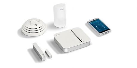 Das Smart Home Sicherheit Starter-Paket. Es bietet Schutz vor Bränden und ungebetenen Gästen. Flexibel erweiterbar und ideal für jede Wohnungs- und Hausgröße.