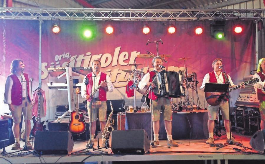 Die Südtiroler Spitzbuam spielen beim Hoffest in Seulingen.