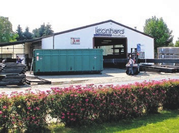 Im Jahr 2003 ist die Firma in dieses Gebäude an der Bad Nenndorfer Gehrenbreite umgezogen.