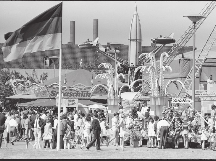 Das Stadtfest im Jahr 1968 im Foto von Robert Lebeck. Foto: Robert Lebeck, Archiv Robert Lebeck