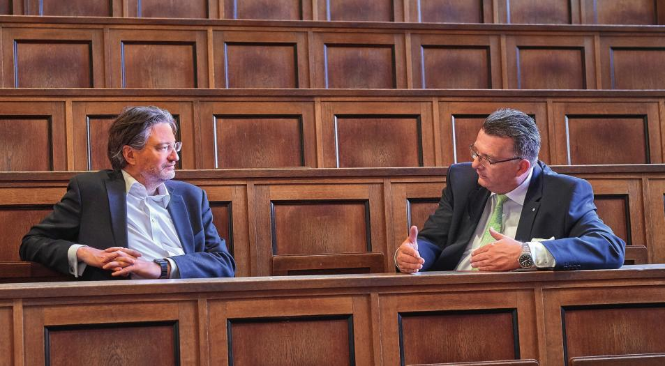 Christian Kille and Ralf Faust (from left) met in the historic auditorium at the Hamburg Museum of Ethnology.