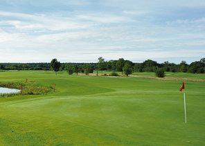 Golf kann man bei jedem Wetter auf der Anlage Bissenmoor spielen