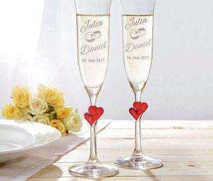 Gläser mit Gravur zur HochzeitFoto: djd/Monsterzeug GmbH