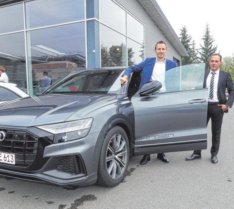 Michael Klumpp (li), Bernd Haller und alle anderen Verkaufsberater werden beim Tag der offenen Tür im Autohaus Ehingen vor Ort sein, um die Kunden zu beraten.