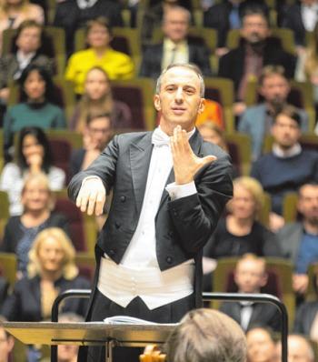 Dirigent Michael Zukernik GERT MOTHES
